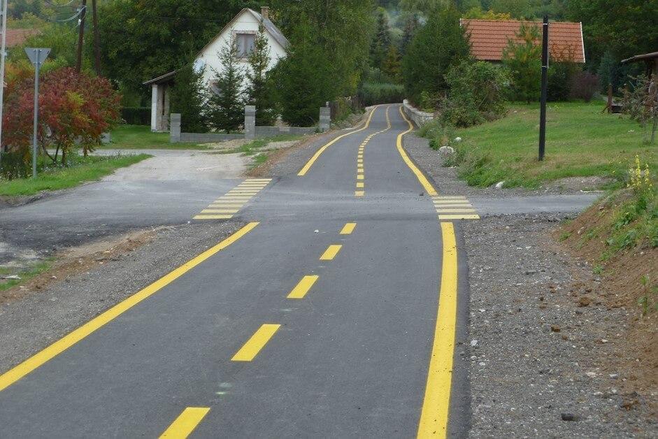 Szeptember közepén végez a Duna Aszfalt a hatvani kerékpárút javításával