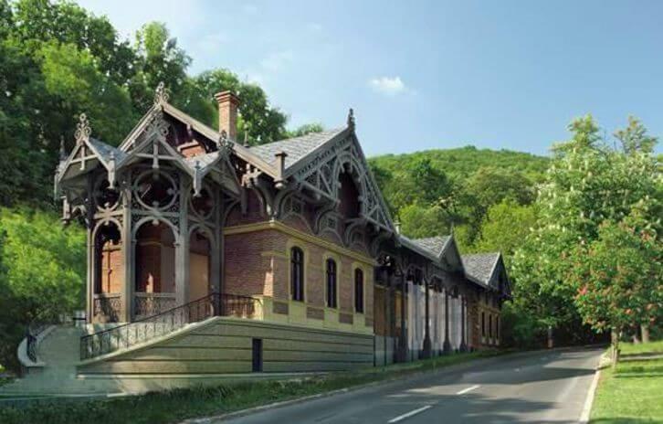 Romosodó történelmi épületek újulnak meg, és sportpark épül a Normafán
