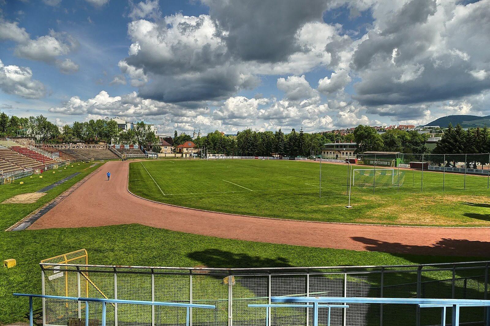 Új atlétikai pálya épül az egri stadionban