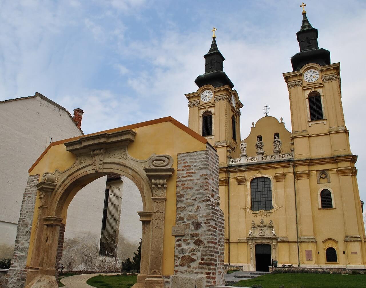 800 éves múltra tekint vissza a felújított Szent István Bazilika