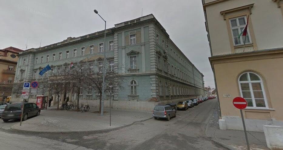 Négyemeletes új irodaházat kapott a szolnoki ügyészség