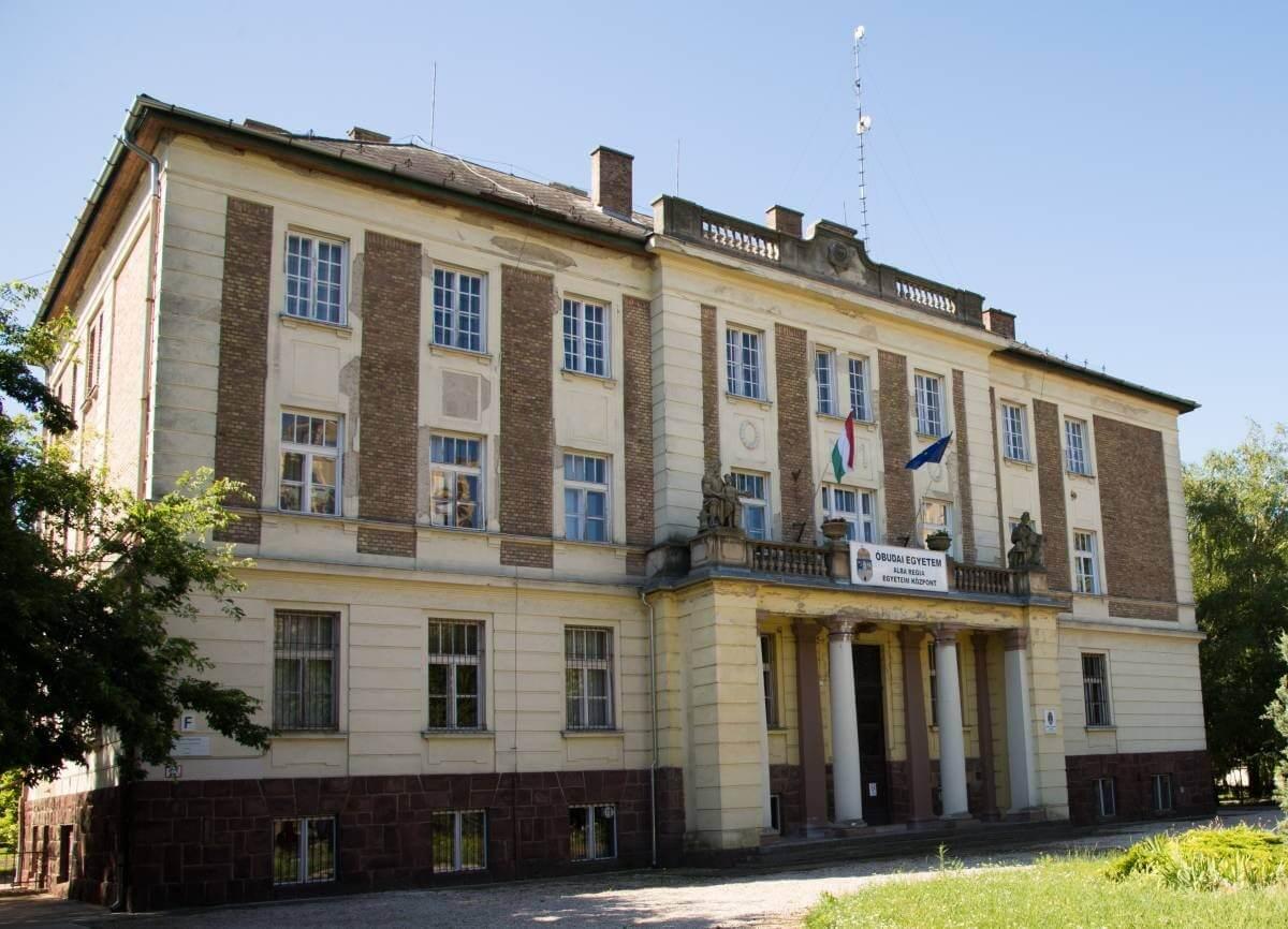Fehérvári egyetemi épületeket újított fel a Laterex és a Fehérép