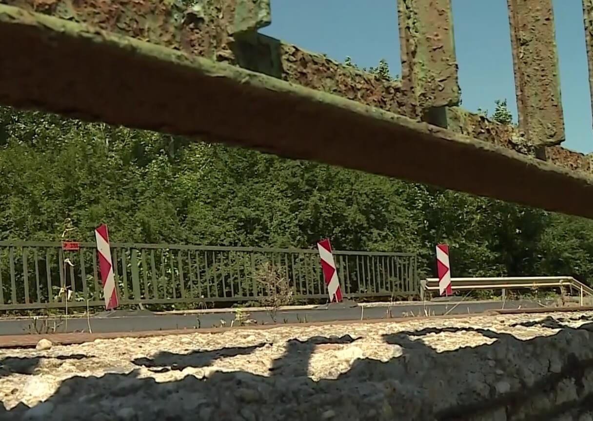 Több éve megrokkant hidat cserélnek le Hevesben