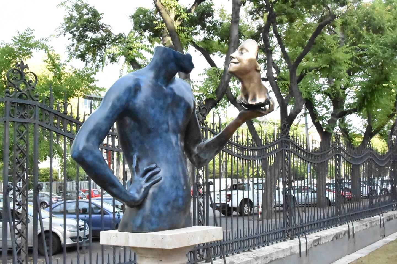 Kortárs szobrászművészek kiállítását támogatja az A-Híd