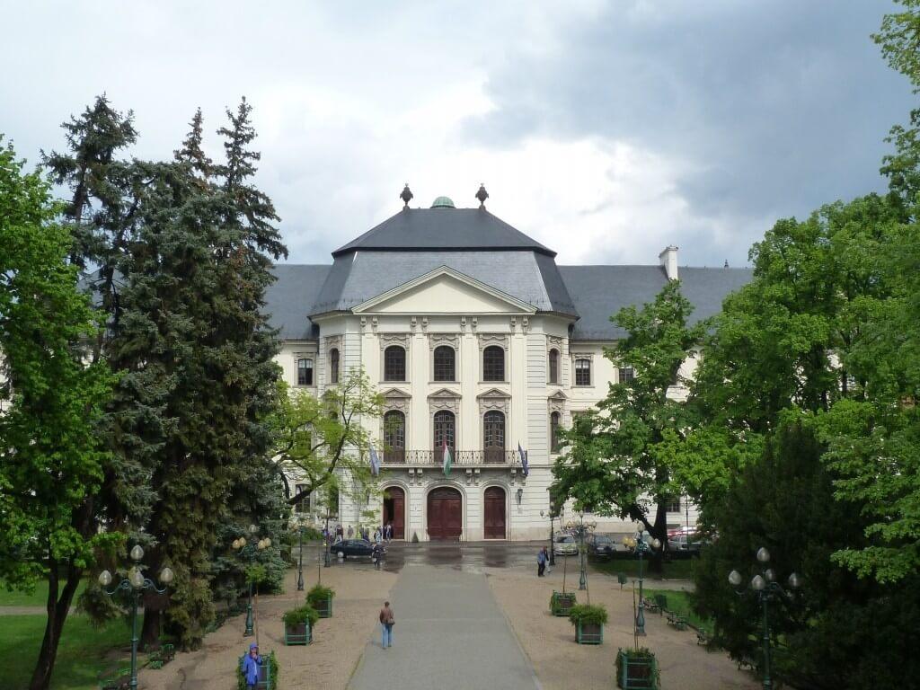 Városrehabilitációs programban újul meg az egri Eszterházy tér