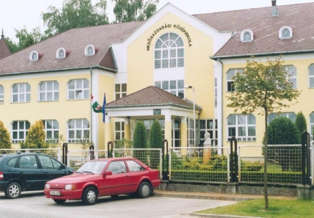 Napenergiával csökkentik költségeiket Mátészalka oktatási épületei