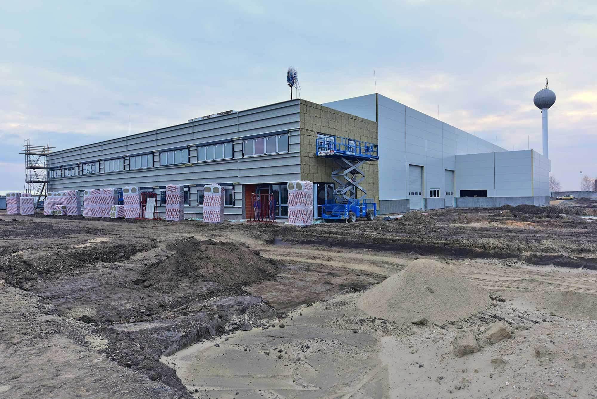 5000 négyzetmétert épít be a Merkbau egy autóipari cég számára