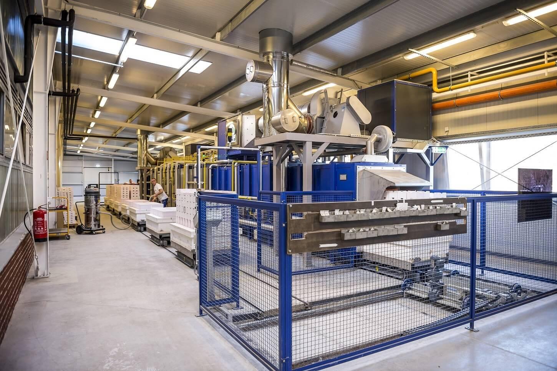 Modernebb és olcsóbb gyártásra váltott a veszprémi kerámiagyártó