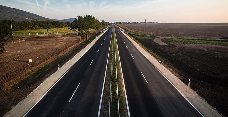 A HE-DO, a Swietelsky és a KM kivitelezi a 21-es út hátralevő szakaszait
