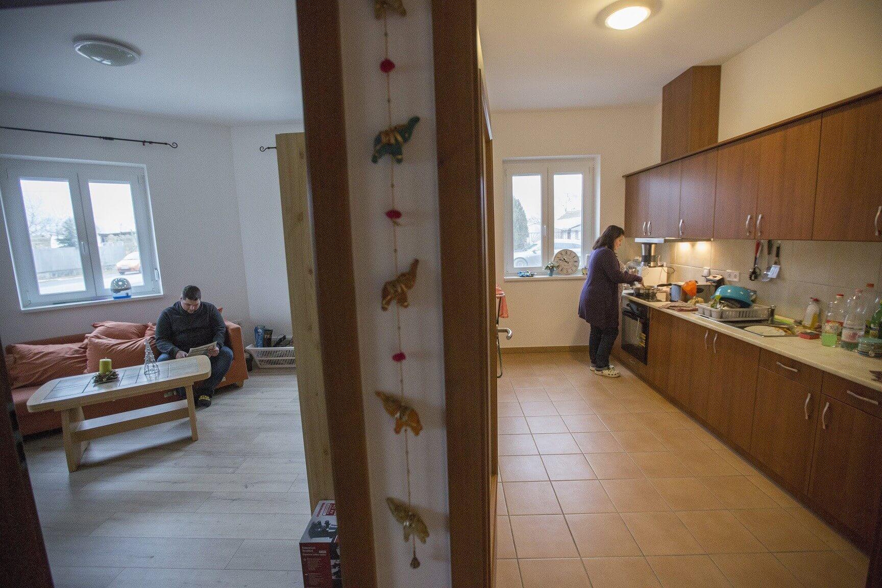 Hét család költözhetett újépítésű szociális bérlakásba Csongrád megyében