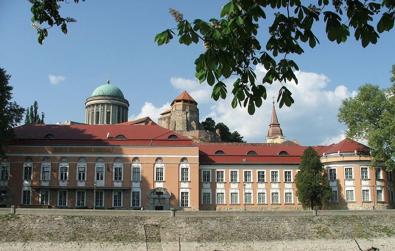 Huszonhárom egyházi iskola felújítására nyílt keret