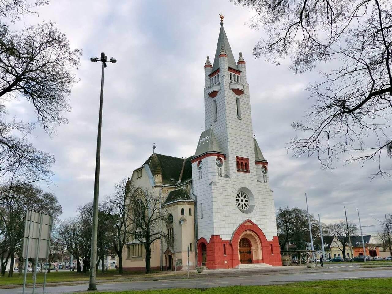 Jótékonysági gyűjtésből állítják helyre Debrecen egyik legszebb református templomát