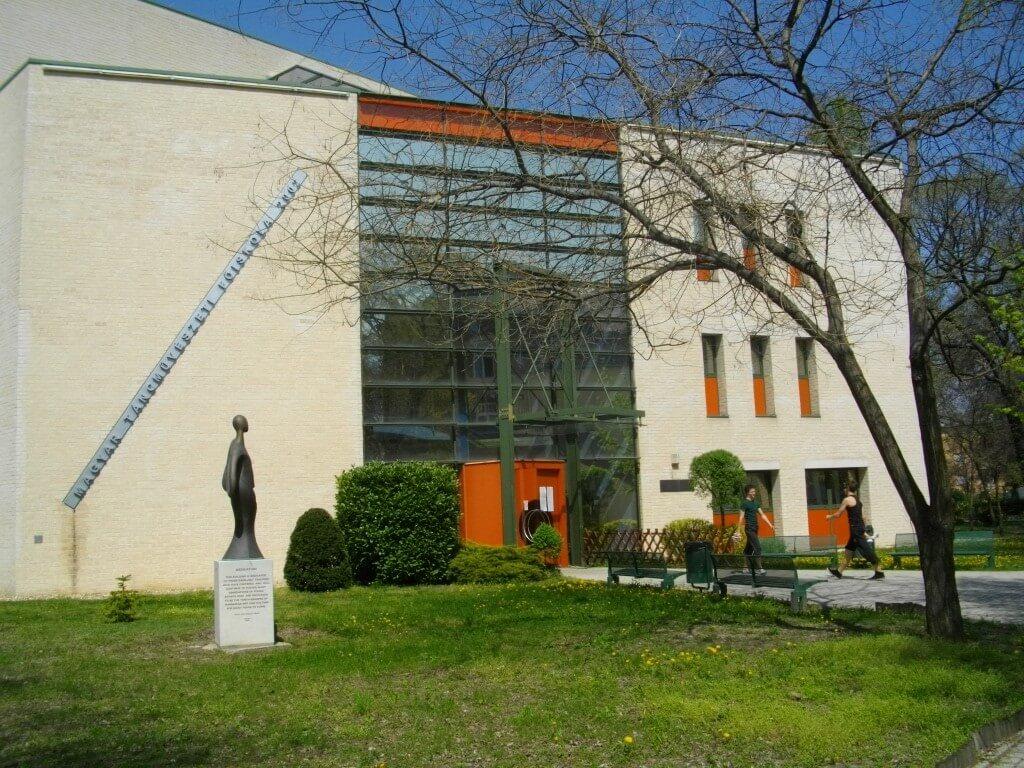 Háromszintes épületet alakít át a Táncművészeti Főiskola számára a Laterex