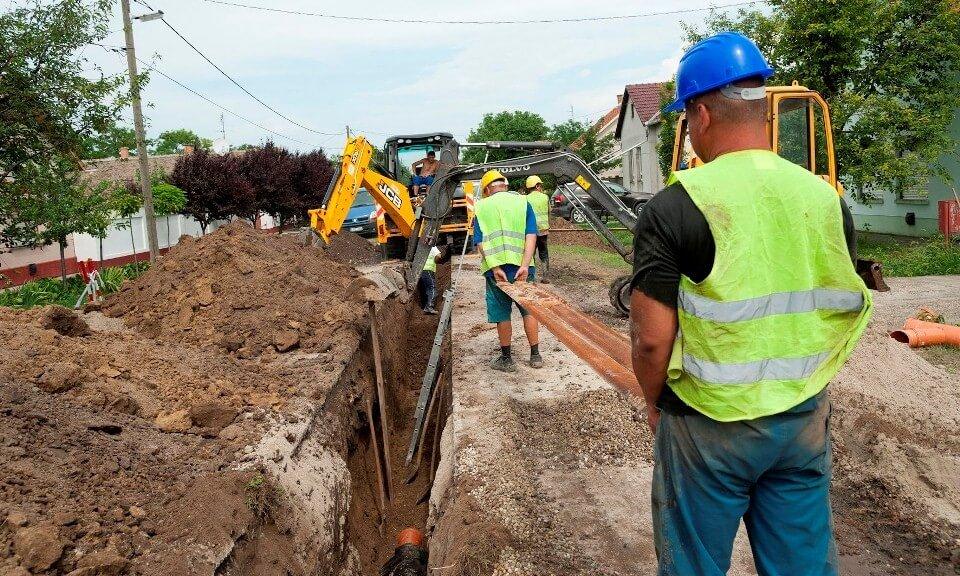 Az útfejlesztés mellett szennyvízberuházások is indulnak Komlón