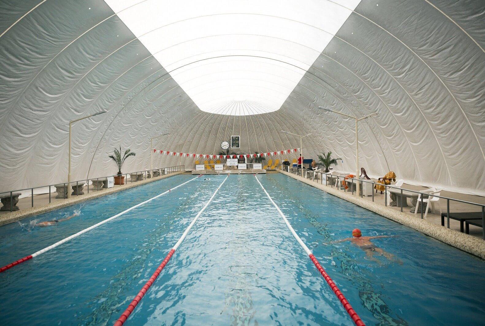 Tizenegy medencével, hétezer négyzetméteren nyit jövőre Csillaghegy új strandfürdője