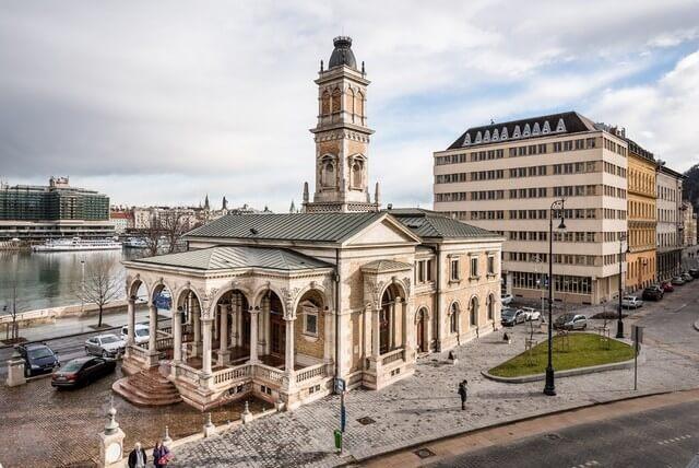 A világörökség részét képező épület felújítása kezdődött a Duna-parton