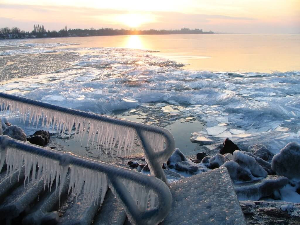 Márciustól közel 2 milliárd forintra pályázhatnak a balatoni strandok