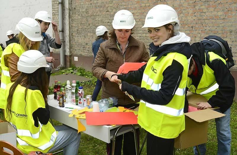 Értékes nyereményekért versenghetnek helyi diákok a váci cementgyárban
