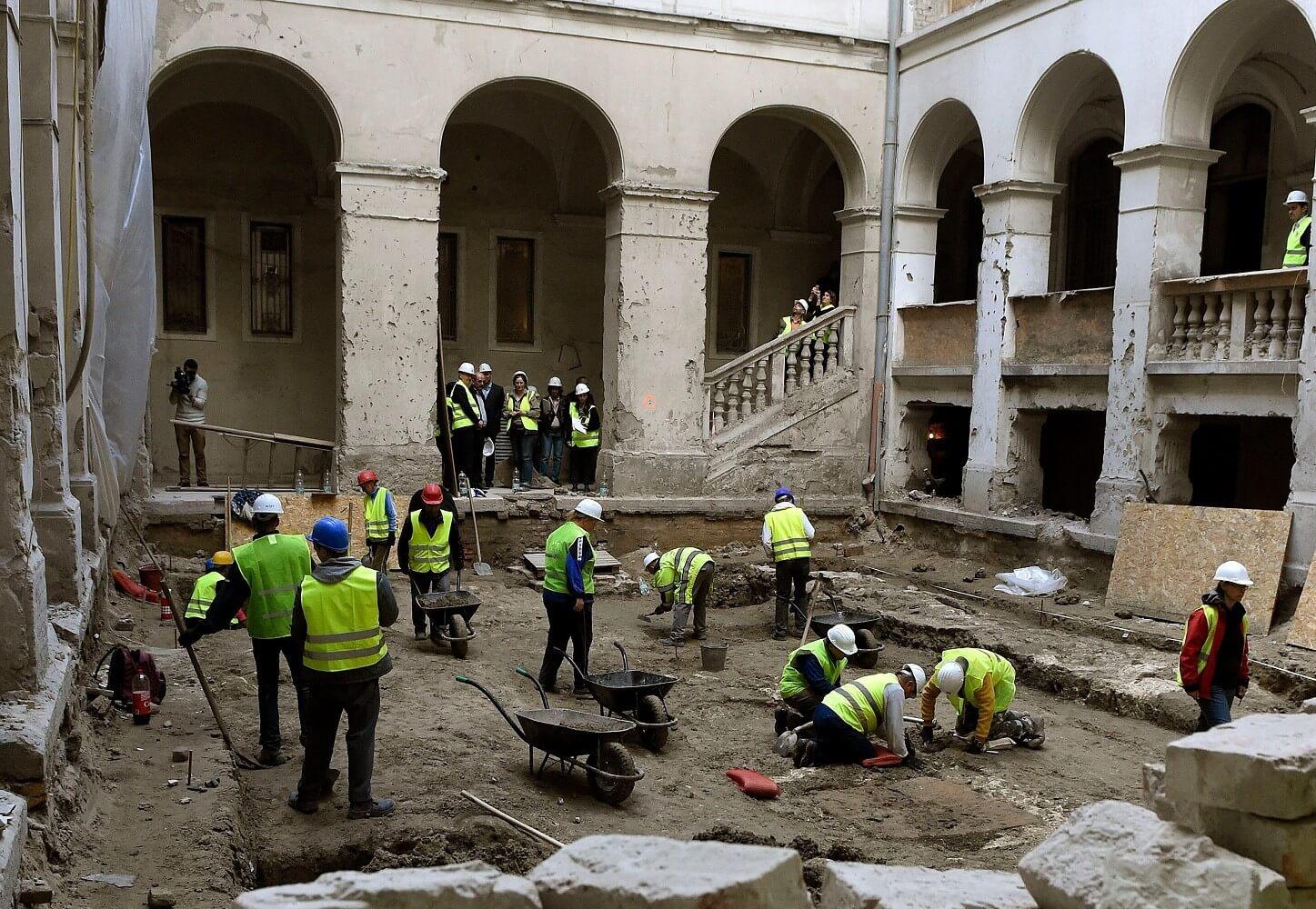 Jövő tavaszra befejezi a Budai Vigadó felújítását az Épkar