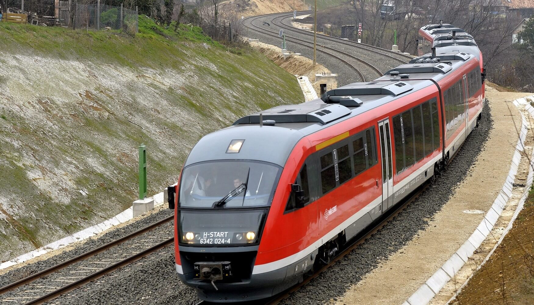 November végére elkészül az esztergomi vasútvonal villamosítása