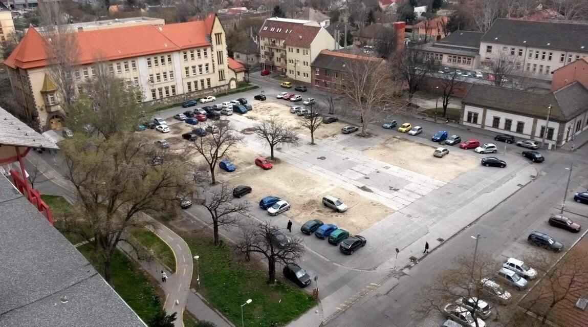 Kispesten új parkolót, fölötte sportpályát építenek