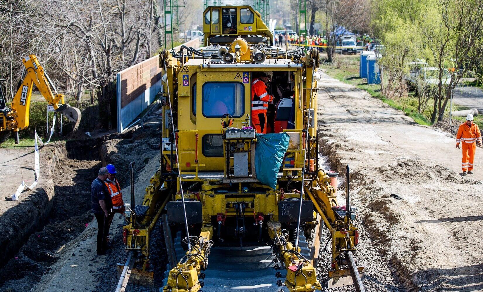 Európában is ritkaságnak számító trió dolgozik a dél-balatoni vasúton