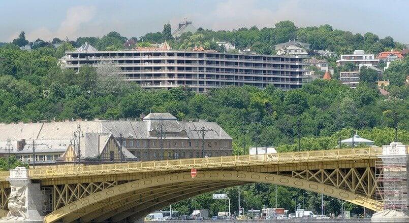 Eltűnik a Budapest panorámáját csúfító hatalmas épület