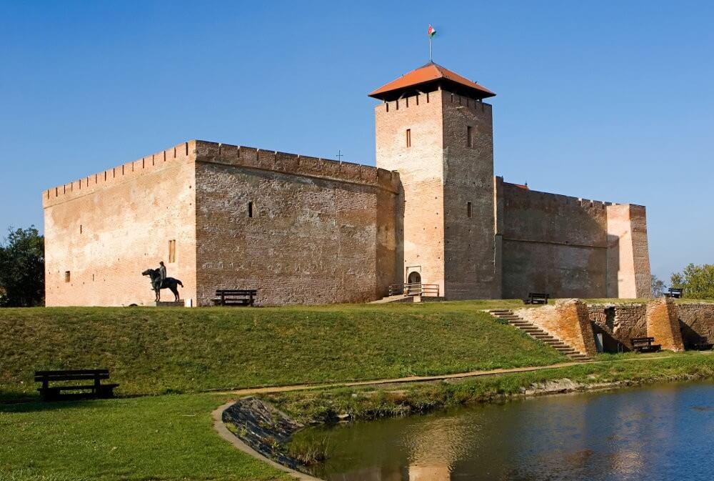 Három kastély és egy vár is megújul Békés megyében