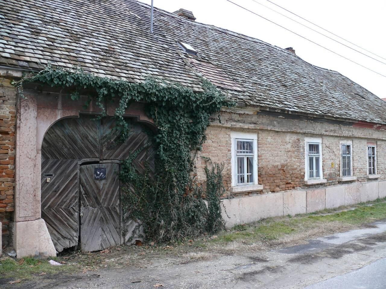 Fazekasműhelyt és sörfőzdét alakítanak ki a tatai Kőfaragó-házban