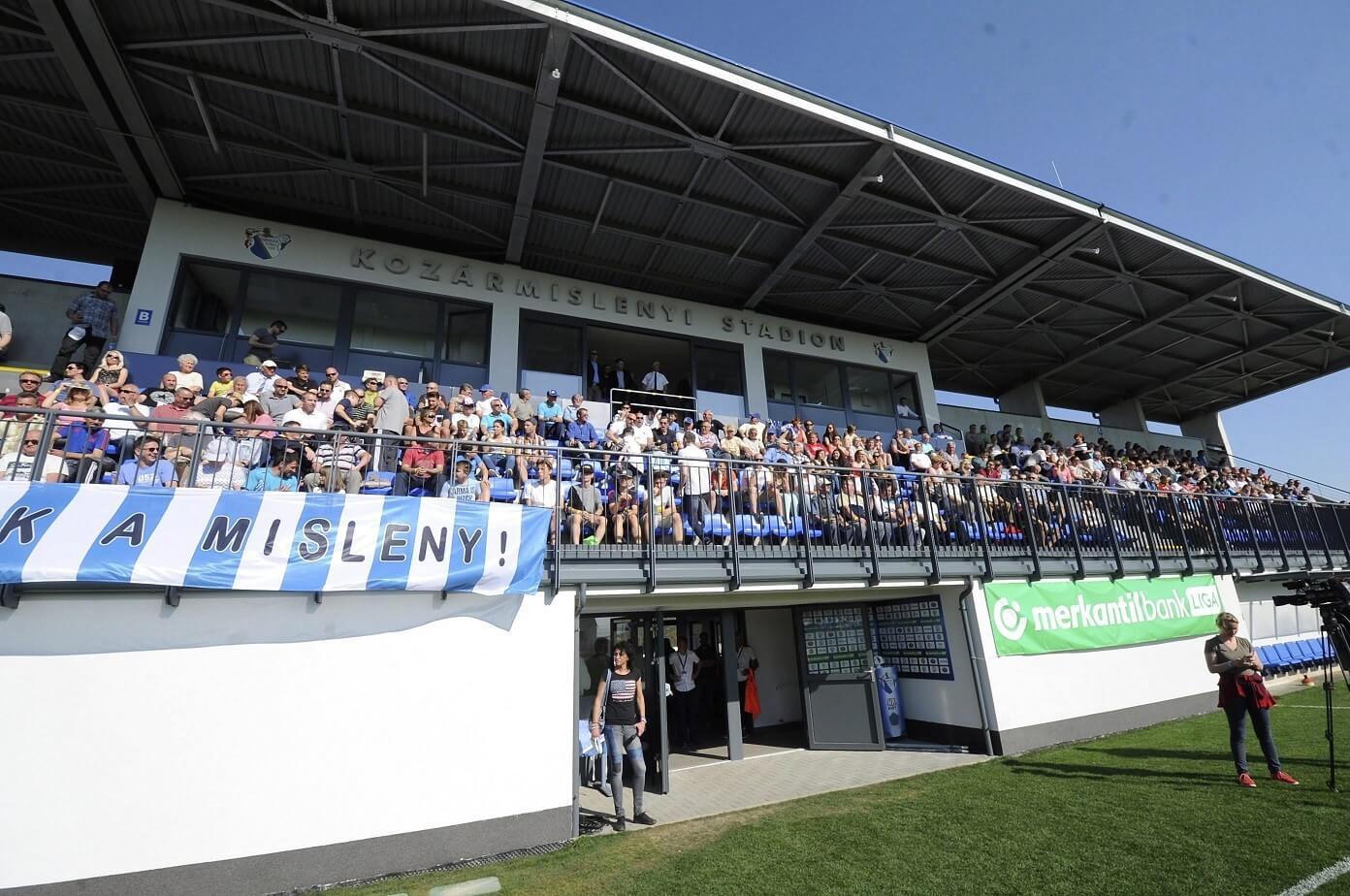 Felavatták Kozármisleny korszerűsített futballstadionját