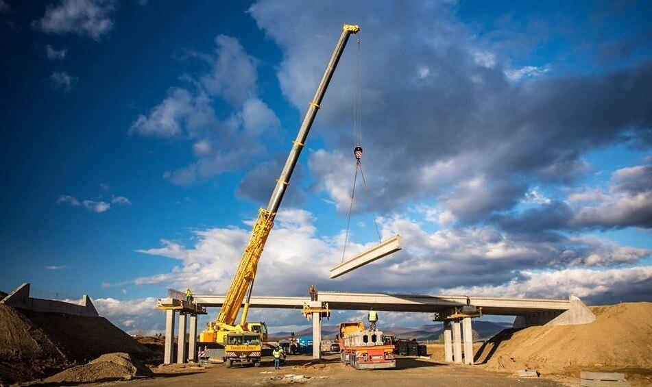 Már a hídépítésnél tart a Kassa felé vezető M30-as projektje