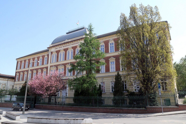Új sportcsarnokot és uszodát kap Miskolc 500 éves iskolája