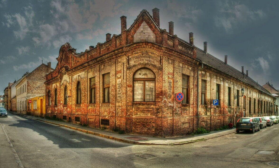 Társasházként nyeri vissza eredeti pompáját Pécs szecessziós épülete