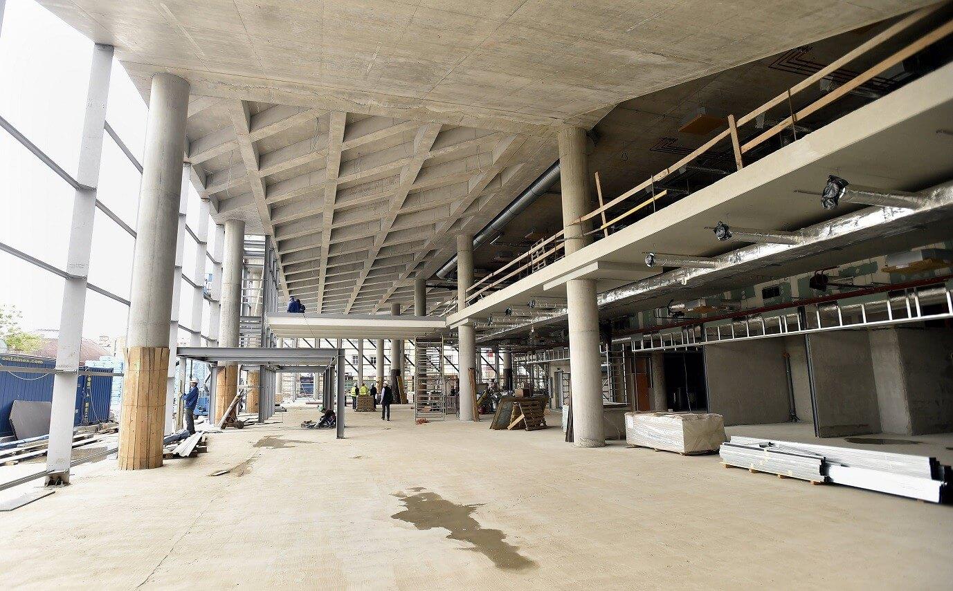 Szerkezetkész az Újpesten épülő modern vásárcsarnok