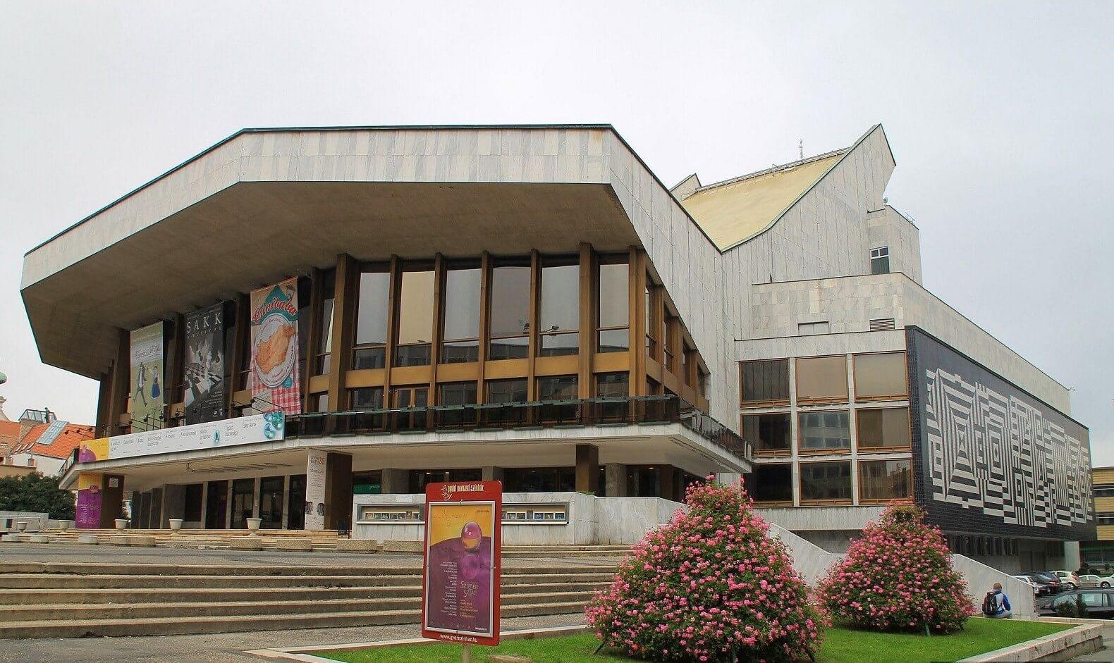 Közlekedésfejlesztést és színházfelújítást hoz Győrbe a Modern városok program