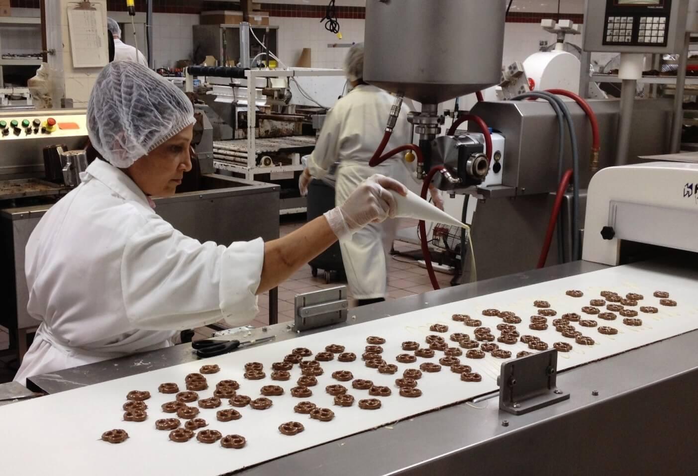 Csepelen éledt újjá a szíriai háborúban bezárt 212 éves csokigyár