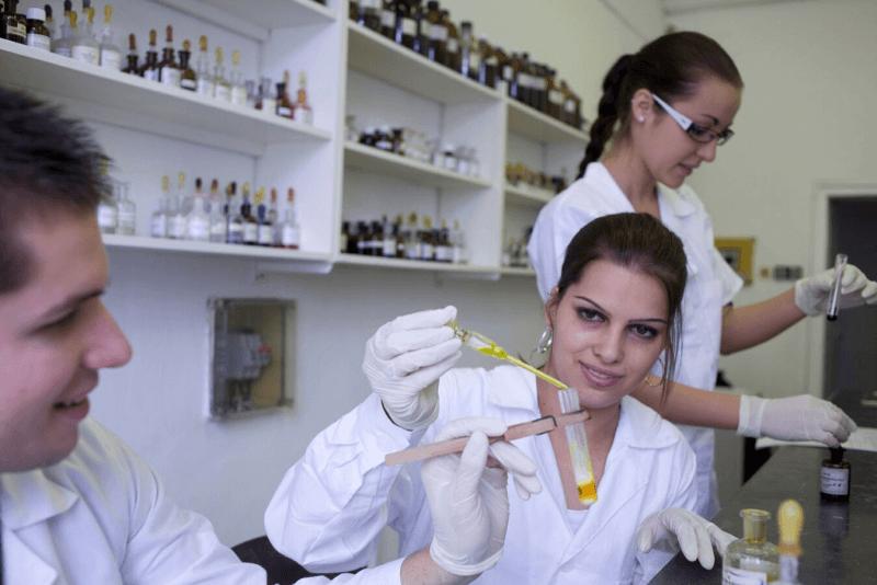 A külföldi hallgatók megduplázására hajt a megújuló pécsi gyógyszerész kar