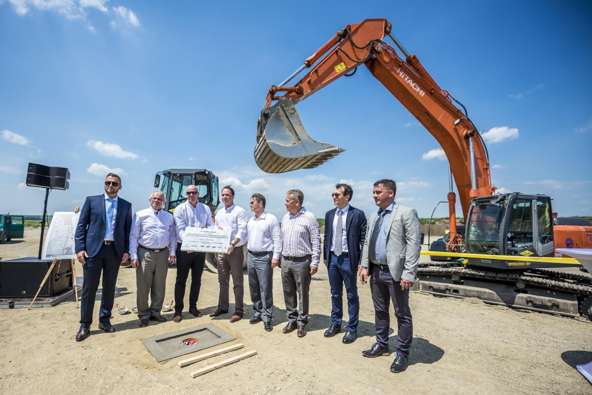 A HE-DO, a Colas és a KM Építő Kft. kivitelezésében indult el az M25-ös építése