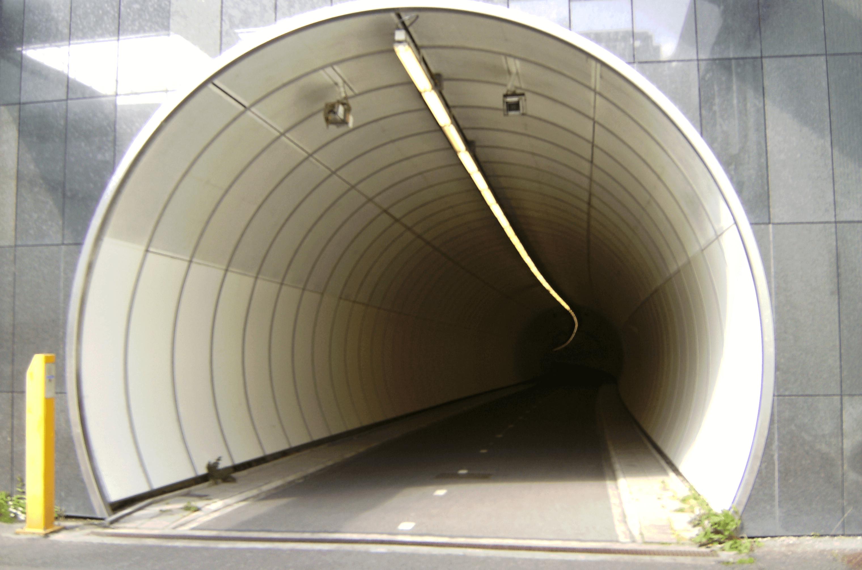 Átsajtolással épül alagút az M1-es autópálya alatt