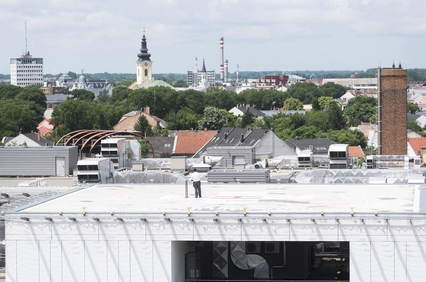 Helikopterleszálló épült a nyíregyházi kórház tetejére