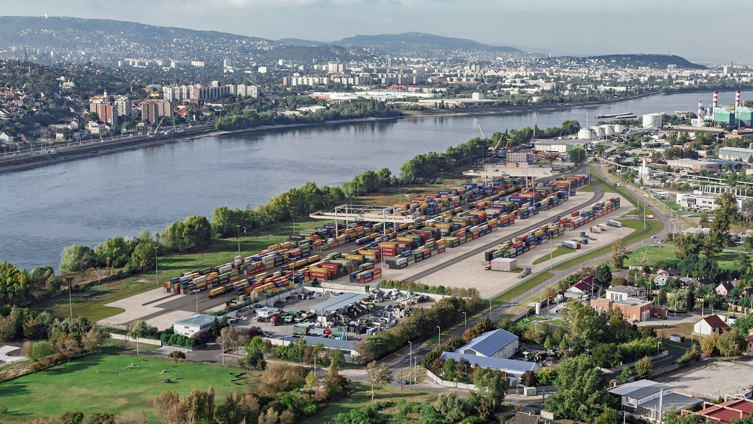 A mediterrán kikötőkkel teremt kapcsolatot Csepel új konténerterminálja