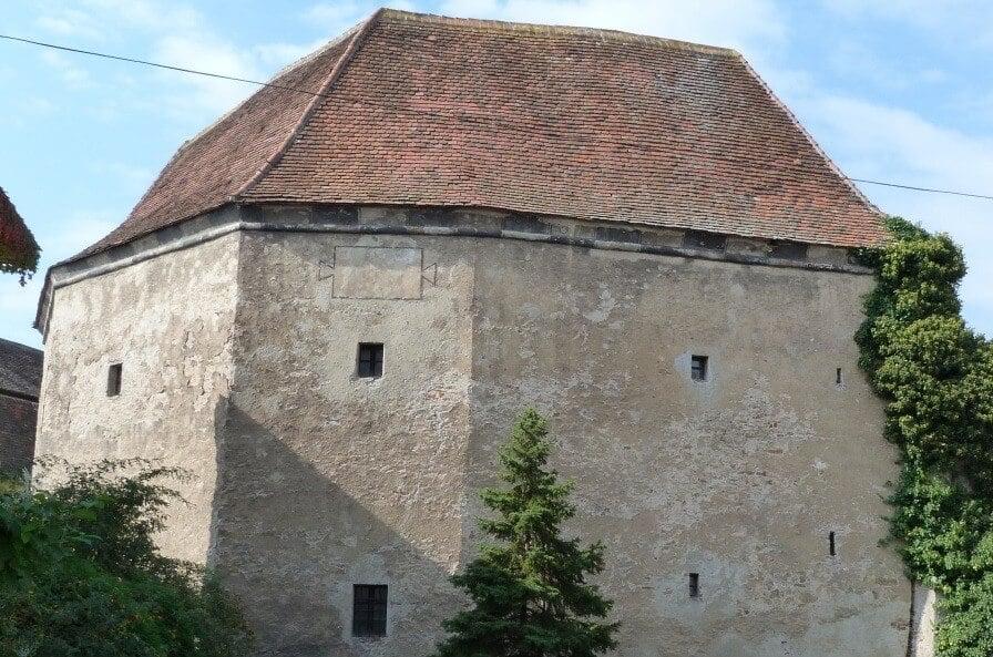 Megújulnak Kőszeg leromlott történelmi épületei