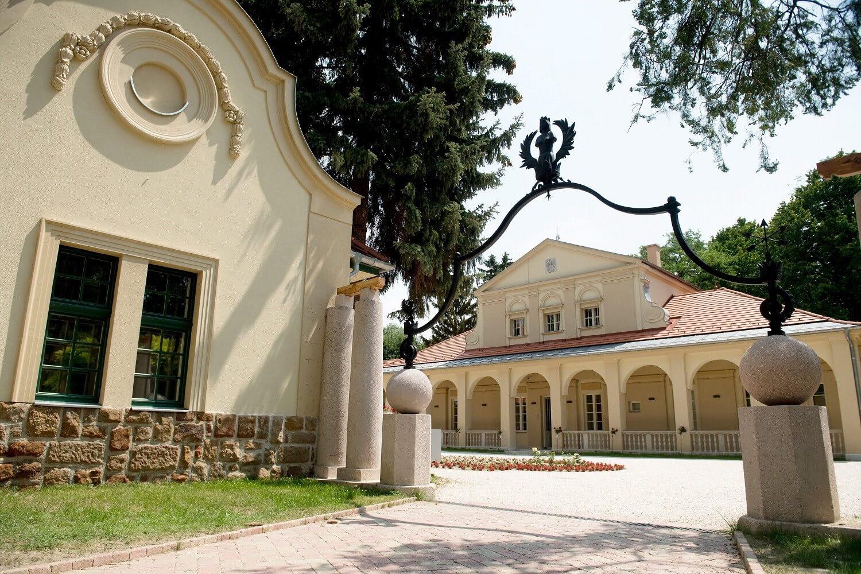 Romos kőhalmazból nyert impozáns kastélyt Pesthidegkút