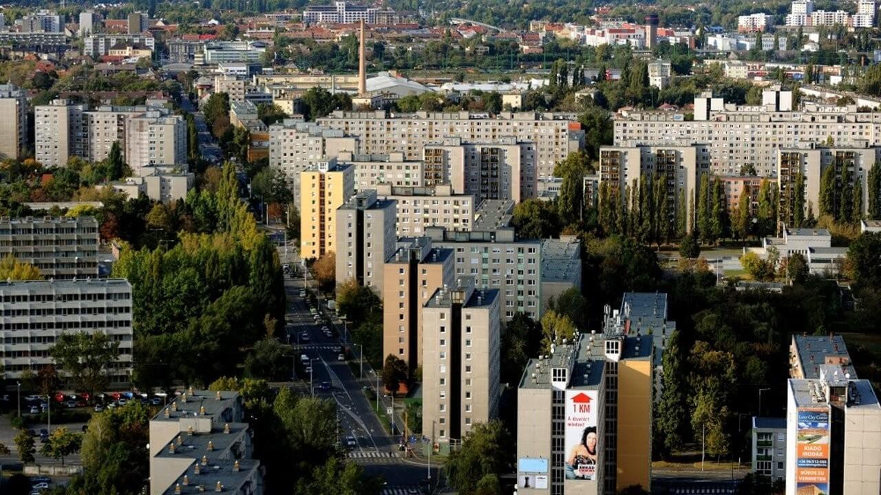 Háromezer lakás felújítása fejeződik be őszre Győrben