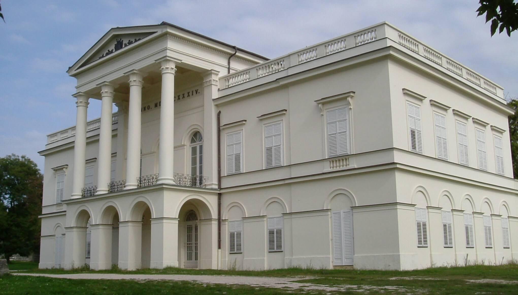 Az ország egyik legszebb klasszicista kastélyát teszik rendbe Bajnán