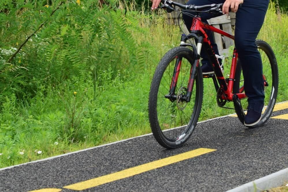 Miskolci cég környezetbarát innovációt mutatott be a kerékpárút építésben