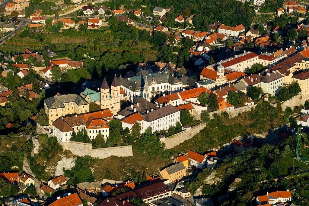 Öt éven belül többszáz milliárdnyi fejlesztés érkezik Veszprémbe