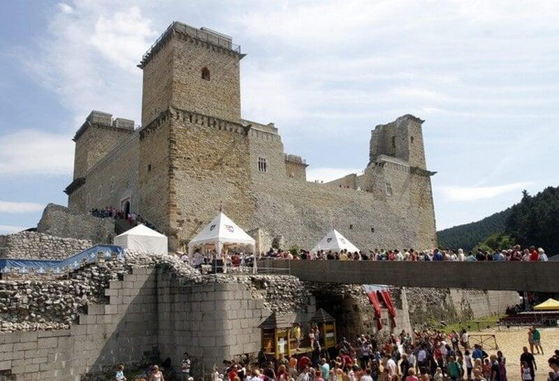 Újjáépítik a diósgyőri vár csonka tornyát