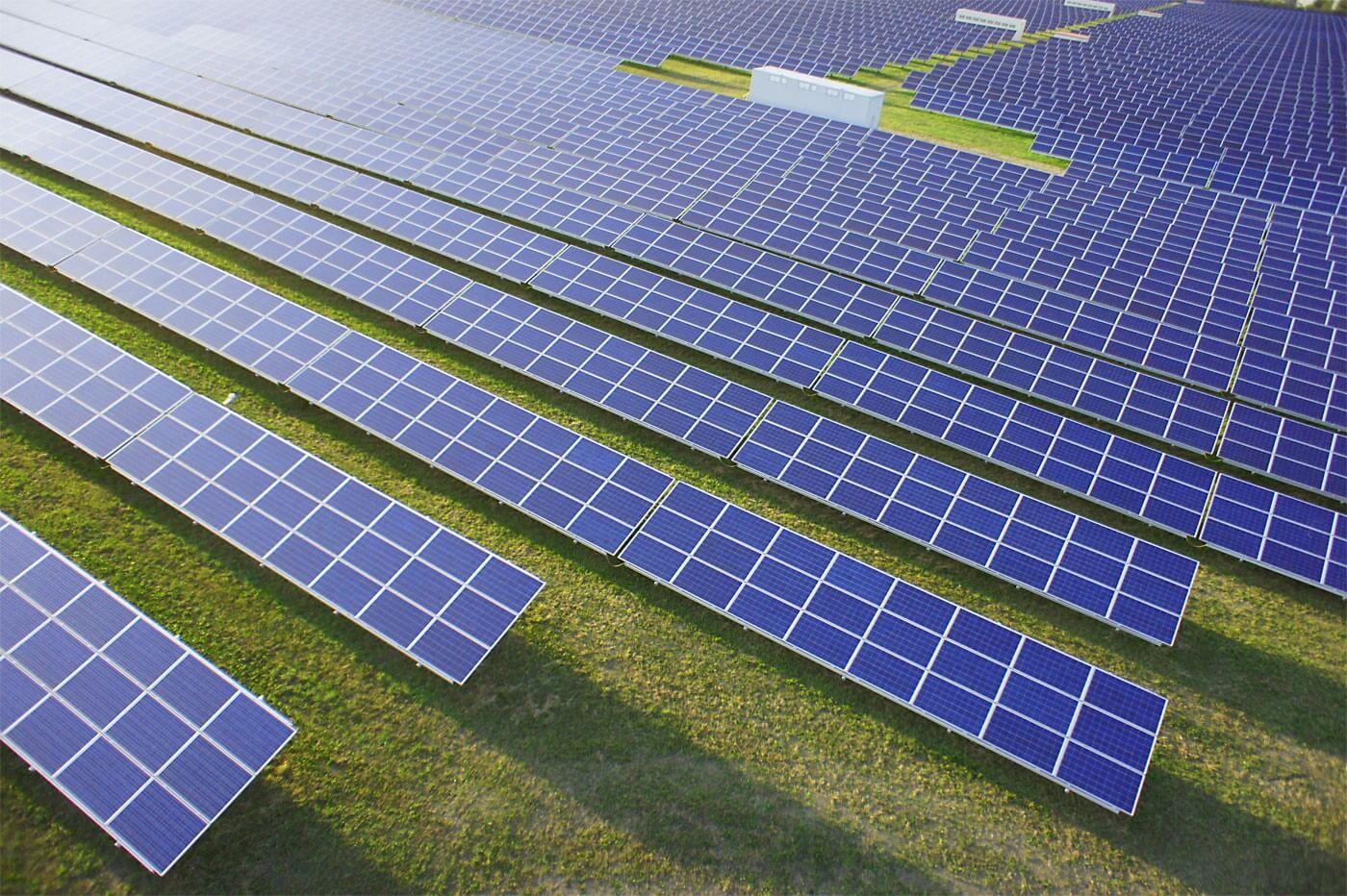 Szén helyett napelemek: a megújuló energia felé nyit Komló
