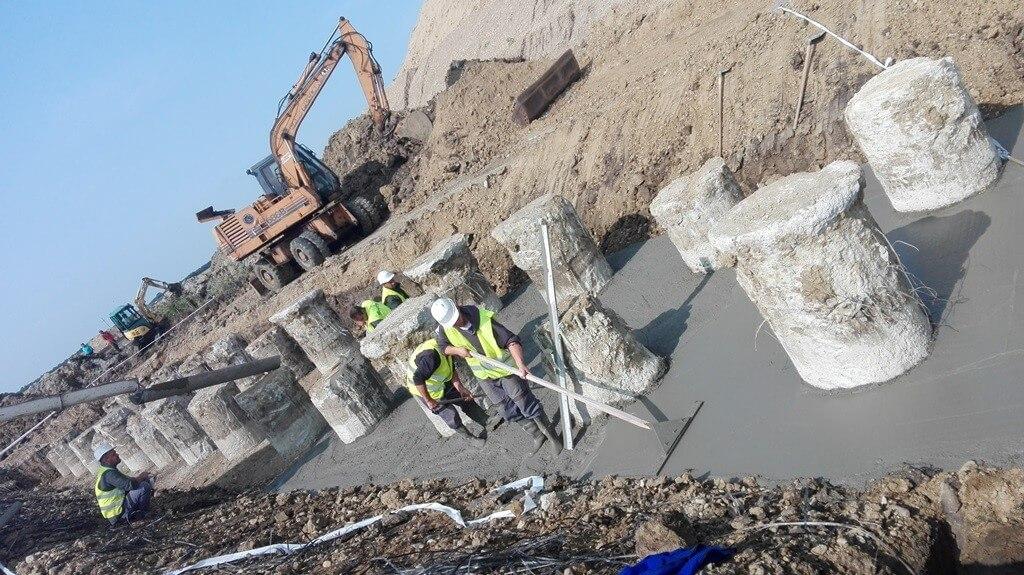 A-Híd: a cölöpalapozásnál tart a hídépítés az M4-esen